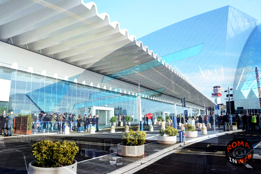 Ingresso dell'Aeroporto di Fiumicino (Fiumicino Airport)